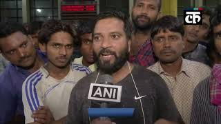 मुम्बई में भारी बारिश के कारण लोकमान्य तिलक टर्मिनस में फंसे यात्री