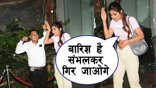 Shilpa Shettys Sweet Gesture To Media   Spotted At ANDHERI