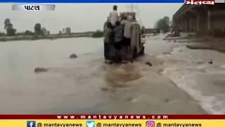 Patan: રાધનપુરમાં લોકો જાનના જોખમે નદી પાર કરી રહ્યા છે