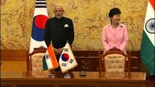 PM Modi and President of South Korea Park Geun-hye at Signing of Agreements | PMO