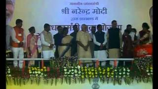 PM Narendra Modi distributes loans under MUDRA in Dumka   PMO