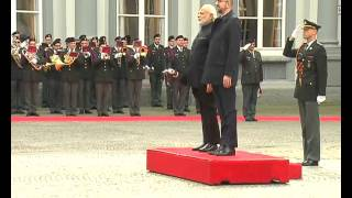 PM in Brussels: Welcome ceremony (courtyard, Egmont Palace) | PMO