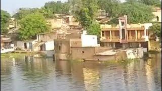 नर्मदा के विक्राल जल सेलाब में न आसियाने बचे नही बचे हजारो कि आबादी वाले गांव सब हुवे जलमग्न। #bn