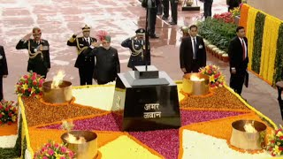 PM Narendra Modi pays tribute to martyrs at Amar Jawan Jyoti | PMO