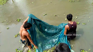 देखिये गांव के लोग जाल में  मछली कैसे मरते है ||