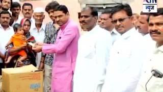 Aurangabad : डॉ. सुनील शिंदे यांच्यातर्फे आत्महत्याग्रस्त विष्णू रोडे यांच्या कुटुबियांना मदत