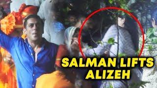 Salman Khan's CRAZY DANCE At Ganpati Visarjan 2019 | Salman Lifts Niece Alizeh