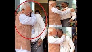 ISRO प्रमुख रो पड़े तो PM Modi बोले कोशिश करने वालों की कभी हार नहीं होती | Chandrayaan-2