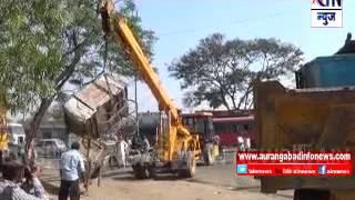 Aurangabad : एमआयडीसी प्रशासनाने अडथळा ठरणाऱ्या टपऱ्या हटविल्या