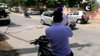 This traffic cop fixes potholes on roads gives major inspiration to mankind
