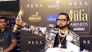 Yo Yo Honey Singh Flaunts His FIRST IIFA Award For Sonu Ke Titu Ki Sweety | IIFA Awards 2019