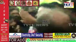BJP MP एवं केन्द्रीय राज्यमंत्री Babul supriyo को धक्का-मुक्की और बदसलूकी कीगई।