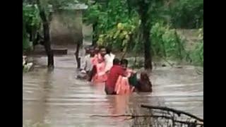 आफत की बारिश ने उजाड़ दिएकई आशियाने, पुलिस अधिकारी बना मसीहा कई लोगों की बचाई जान। #bn #bhartiyanews