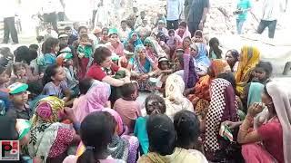 अमेठी विधानसभा के मड़ेरिका गांव में प्रियंका गांधी ने लगाई महिलाओ के साथ चौपाल
