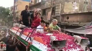 शीला दीक्षित के समर्थन में प्रियंका गाँधी के ब्रह्मपुरी रोड शो में उमड़ी भीड़