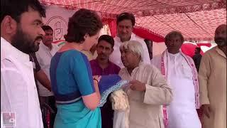 कांग्रेस महासचिव श्रीमती प्रियंका गाँधी वाड्रा सें संत कबीर नगर में मिलने पहुंचे बुनकर