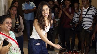 Shradhha Kapoor Meet N Great With Fans At Her Residence