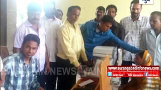 Aurangabad : वळदगाव येथे काबरा हॉस्पिटलतर्फे नेत्रतपासणी.. 85 जणांची केली तपासणी