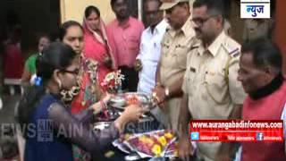 Aurangabad:बचत गटाच्या महिलांनी बांधल्या पोलिसांना राख्या.....