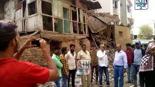 सिटी चौक घास मंडी येथील धोकादायक इमारत मनपाच्यावतीने पाडली