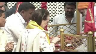वाल्मीकि जयंती के मौके पर कांग्रेस अध्यक्ष सोनिया गांधी ने शोभा यात्रा को हरी झंडी दिखाई