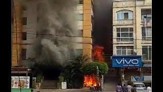 इंदौर के होटल में लगी भीषण आग, करोड़ों रुपए का नुकसान,  छत से कूद रहे युवक को रेस्क्यू कर उतारा