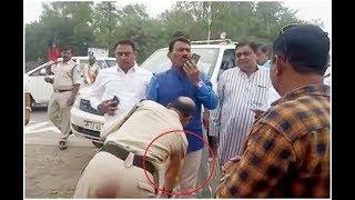 पुलिस कांस्टेबल ने वर्दी में सीनियर अधिकारियों के सामने Minister Tulsi Silavat के पैर छुए | Tez News