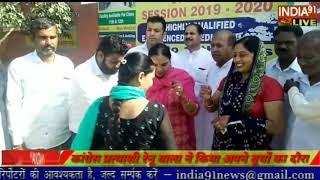 INDIA91 LIVE  रेनू बाला कांग्रेस प्रत्याशी हल्का सडोरा ने किया बुथों का दौरा