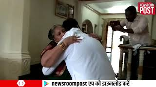 Dhananjay Munde takes blessing of his mother before casting his vote