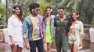 Housefull 4 Star Cast At Novotel Juhu | Akshay Kumar, kriti Sanon, Riteish, Pooja Hegde, Kriti K