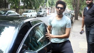 Kartik Aaryan Spotted At B Blunt Salon Khar - Watch Video