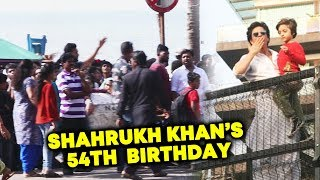 Shahrukh Khan Fans Outside Mannat Celebrating Shahrukh Khan's 54th Birthday