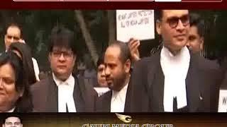 अभी थमा नहीं वकीलों और पुलिस के बीच विवाद