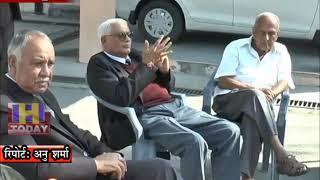 04 NOV N 1  हमीरपुर न्यायिक परिसर के बाहर वकीलों ने  कामों से रखा  दिन भर किनारा