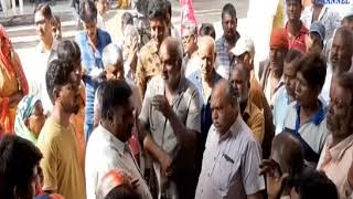 Dhoraji   Anger among the workers hitting a woman cleaning worker with a stick   ABTAK MEDIA