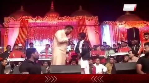 Master Saleem ਨੇ ਫੜੀ ਨਿੱਕੇ ਫ਼ਨਕਾਰ ਦੀ ਬਾਂਹ | ਨਵਾਂ ਗੇਟ ਰੇਲੀਸੇ ਕਰਨ ਦੀ ਚੱਕੀ ਜਿੱਮੇਦਾਰੀ | Viral Video | Dainik Savera