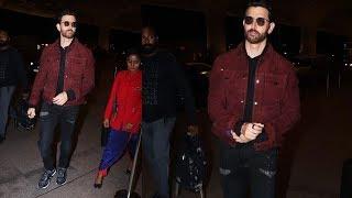 Greek God Hrithik Roshan SPOTTED At Mumbai Airport