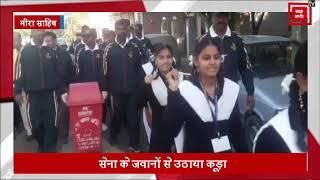 PM मोदी के Clean India Mission से जुड़े सेना के जवान, उठाया कूड़ा