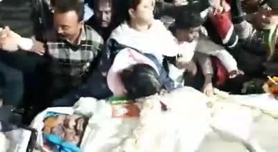 दिवंगत अभिजीत राय चौधरी का पार्थिव शरीर देर रात को आश्रम पाड़ा स्थित उनके आवास पर पहुंचा