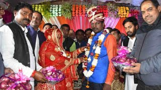 Varanasi News // दूल्हा-दुल्हन ने पहनाई प्याज की वरमाला