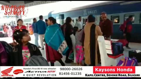 रानीनगर जंक्शन : ट्रेन रद्द होने के कारण लोगों में गुस्सा...