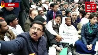 Live : India Gate पर धरने पर बैठीं Priyanka Gandhi