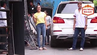 SUNNY LEONE SPOTTED WITH KIDS AT PLAY SCHOOL FUSION JUHU