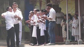 Akshay Kumar & Sunny Deol At Dimple Kapadia Mother BETTY KAPADIAS Last Rites