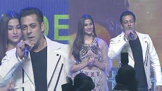 Salman Khan Flying Kiss To Hyderabadi's At Dabangg 3 Telugu Pre Release Event