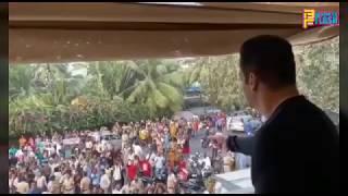 Salman Khan Meeting Fans At His House Galaxy Bandra - Salman Khan 54th Birthday