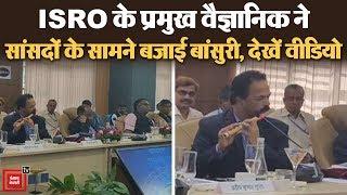 बांसुरी बजाकर मन मोह लेते हैं ISRO वैज्ञानिक P. Kunhikrishnan