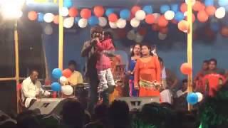 guddu रंगीला के stag शो में एक छोटे बच्चे ने गाया गाना