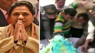 UTTAR PRADESH // BSP प्रमुख Mayawati के जन्मदिन के जश्न के बाद BSP कार्यकर्ता Cake के लिए लड़ते दिखे