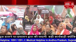 शाहीन बाग में बैठी महिलाओं ने कहा पुलिस ने हमारे कंबल छीन लिए थे रात में NEWS INDIA